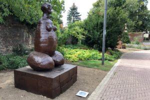 Skulptur 1 Foto JL 28-08 04